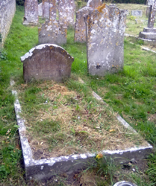 Picture of Margaret Hill's grave, in Wootton Churchyard